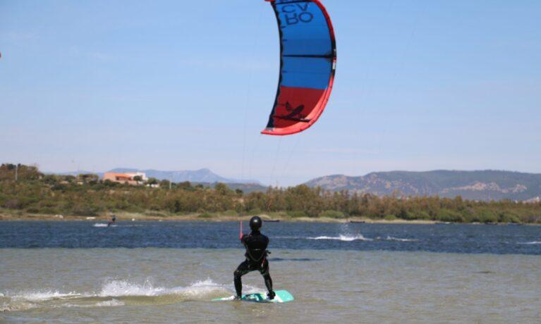 Kitesurf - åkare på vattnet