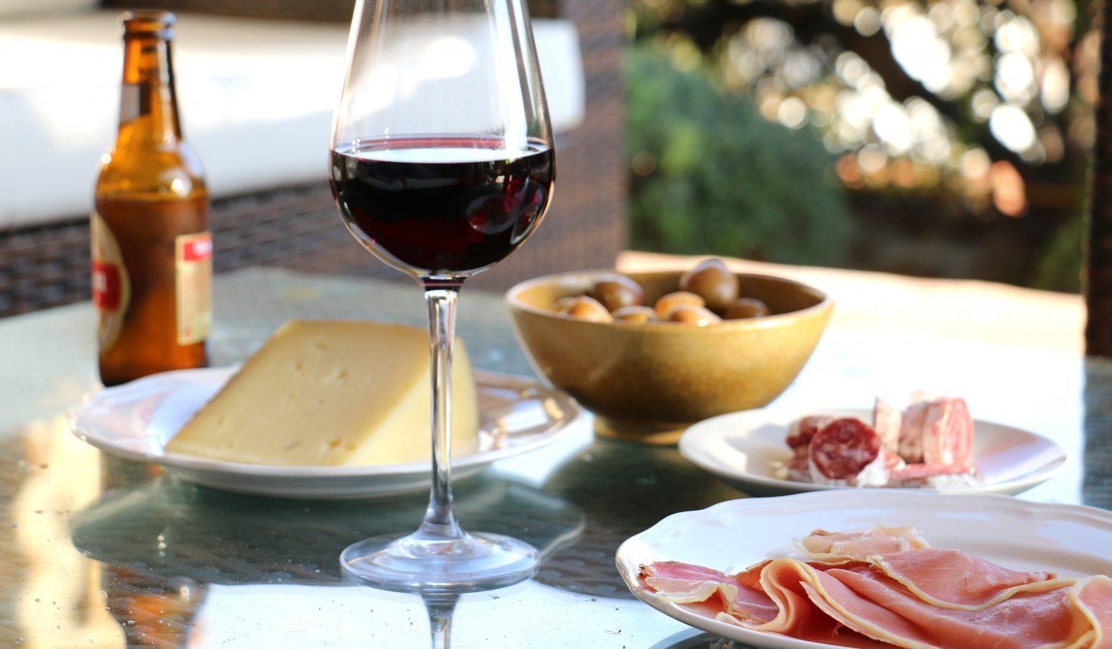 Ost, chark, vin